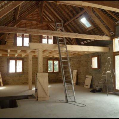 grange-a-renover-charpente-apparente-bois-menuistore-valenciennes