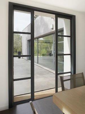Baie-coulissante-galandage-aluminium-gris-style-atelier-menuistore-valenciennes